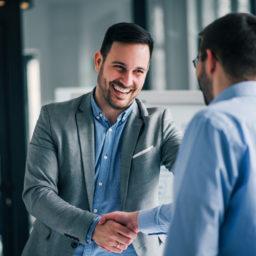 Choisir-le-bon-Partenaire-pour-Externaliser-sa-Relation-Client-carre